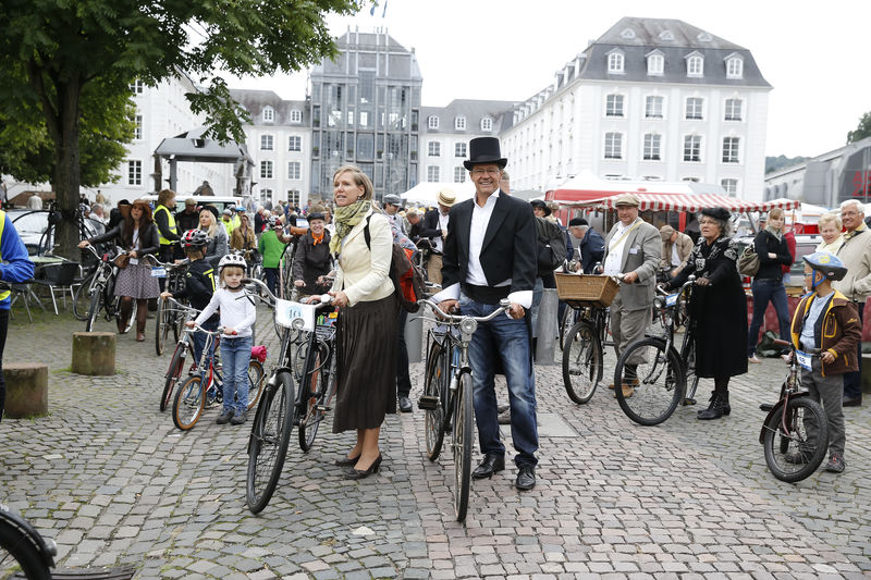 Tweed Ride Schloss by Markus Lutz